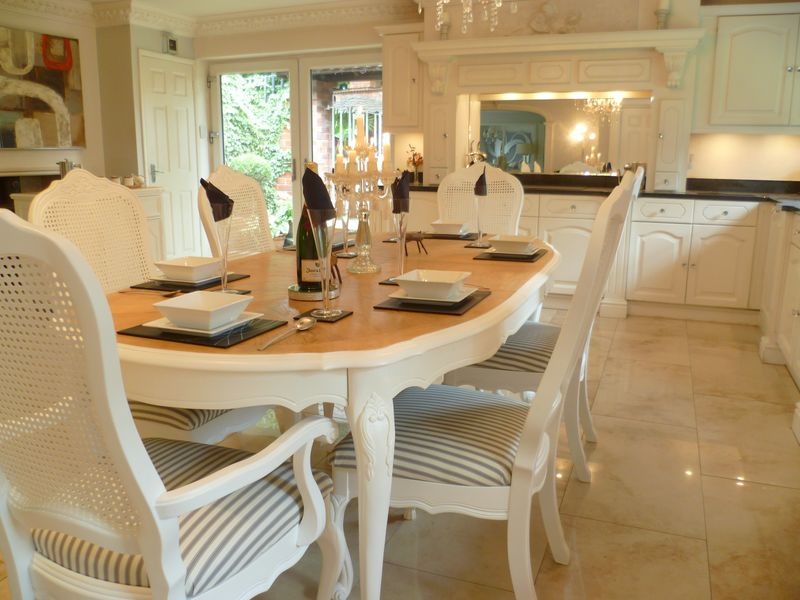 Stunning table, with cabriole legs, six luxury French inspisred dining chairs